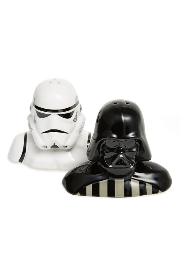 Gift ideas for your geek in the kitchen cool gifting - Darth vader and stormtrooper salt and pepper shakers ...